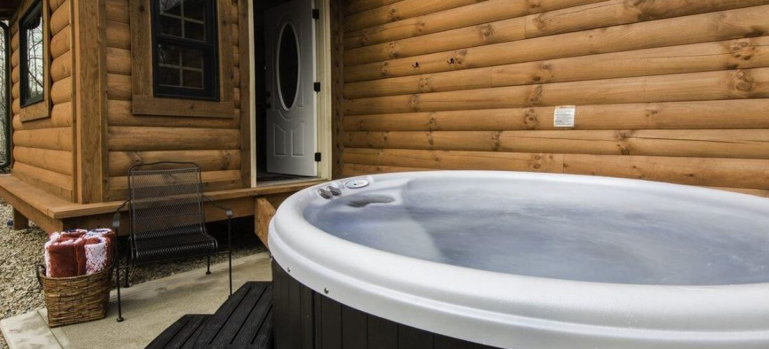 Creekside Serenity log cabin hot tub