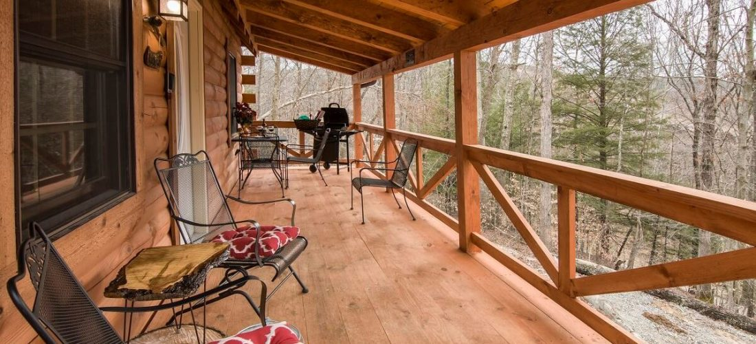 Sandstone Oasis log cabin porch view